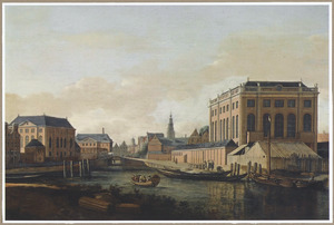 Gezicht op de Grote (links) en de Portugese Synagoge (rechts) te Amsterdam, met de torens van het Stadhuis en de Zuiderkerk