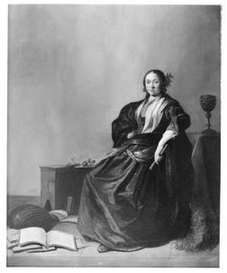 Jonge vrouw in een interieur, met een fluit, boeken en een luit