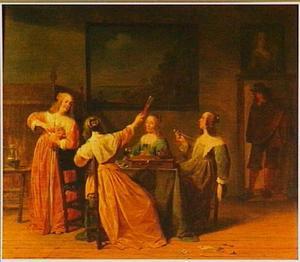 Interieur met vier rokende en drinkende vrouwen rond een tafel; in de deuropening een man
