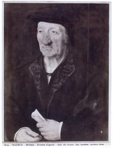 Portret van een oude man met een opgerold document in de hand