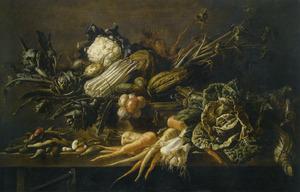 Stilleven met groenten op een houten tafel