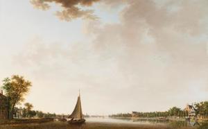 Zeilboot en andere vaartuigen op de Amstel bij Amsterdam vanuit de stad gezien in zuidelijke richting