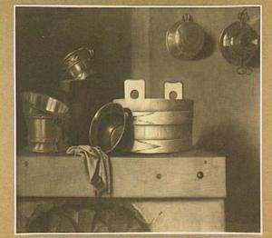 Stilleven van koperen vaatwerk in een keuken