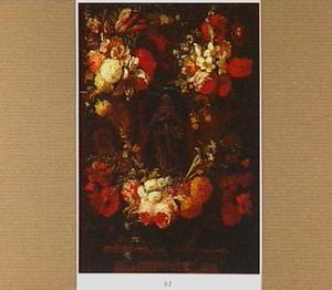 Met bloemen versierde cartouche rondom een geschilderd beeld van de Maria van de Onbevlekte Ontvangenis
