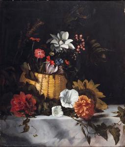 Bloemen in een rieten korfje op een marmeren blad