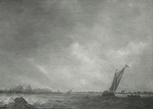 Riviermonding met schepen op onrustig water