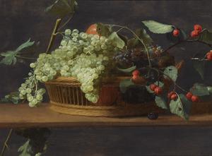 Stilleven van druiven en bramen in een mand