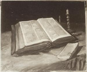 Stilleven met een opengeslagen bijbel, een gedoofde kaars en Émile Zola's 'Joie de Vivre'