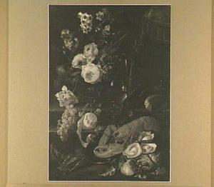 Stilleven met boeket bloemen, vruchten, kreeft en oesters