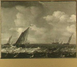 Kaagschepen en driemaster op een meer; rechts op de achtergrond een kuststrook