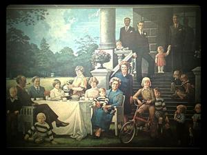 Groepsortret van koningin Juliana (1909-2004), prins Bernhard (1911-2004) en hun familie