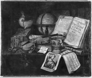 Vanitasstilleven met muziekinstrumenten, boeken, een nautilusschelp en andere kostbaarheden, een globe en een prent met het portret van Anthony van Dyck