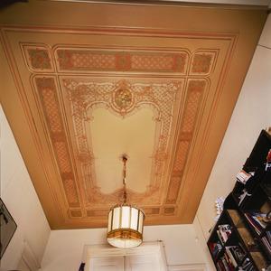 Plafond met sjabloon- en schilderwerk in neorococo-stijl