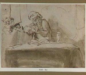 Penslijpende oude man, gezeten aan een tafel