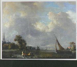 Riviergezicht met boten; links op de oever een dorp
