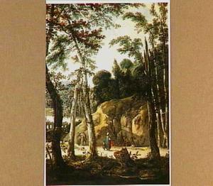 Een bospad met reizigers; langs de kant van de weg een groepje zigeuners om een kampvuur