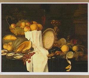 Stilleven van vruchten en schaaldieren, met een omgevallen tazza, pronkbeker en een wijnglas à la façon Venise