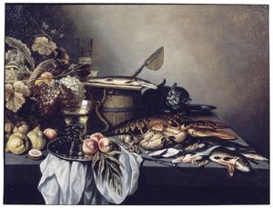 Stilleven met vruchten, vissen en een kat