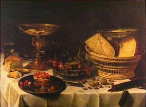 Stilleven met aardbeien, druiven, komijnenkaas en gouden tazza