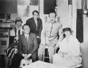 Gertrud Stemmler, Willi Baumeister, Herburger, Piet Mondriaan, Michel Seuphor en Margaret Baumeister in het atelier van Mondriaan