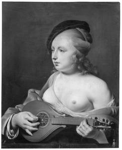 Musicerende jonge vrouw