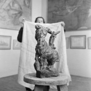 Het atelier van Antoine Bourdelle met het brons van de Stervende Centaur