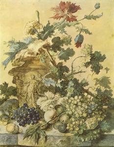 Bloemen in een vaas, versierd met figuren, omgeven door vruchten op een marmeren balustrade