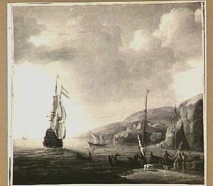 Mediterraan kustgezicht met rechts het laden van twee kleine zeilboten