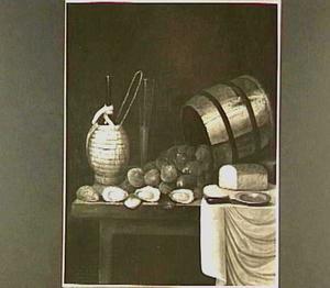 Stilleven met oesterton en oesters, mandfles, wijnfluit en brood op een tafel met wit servet