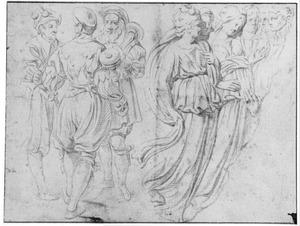 Drie staande mannen, en vrouwen in klassiek gewaad