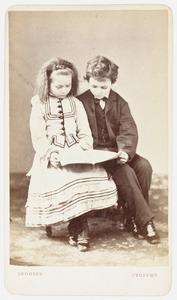 Portret van twee kinderen uit de familie Ruempol