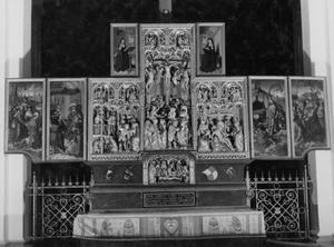 De gevangenneming van Christus, Christus voor Pilatus (binnenzijde linkerluik); Ecce Homo, de kruisiging, de bewening (middendeel); De opstanding, de tenhemelopneming (binnenzijde rechterluik); De graflegging (predella); De H. Birgitta (binnenzijde linker bovenluik); De H. Catharina van Vadstena (binnenzijde rechter bovenluik)