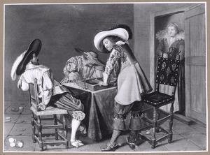 Triktrakspelende, drinkende en rokende mannen in een interieur, een vrouw in de deuropening