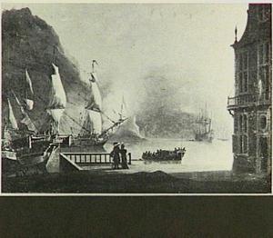 Mediterraan kustgezicht met in de voorgrond twee mensen die bij een balustrade de baai overkijken