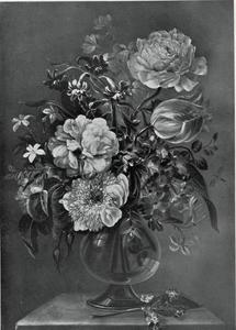 Boeket bloemen in een glazen vaas