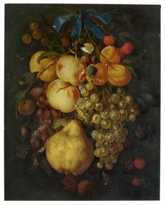Festoen van vruchten met een blauw lint aan een spijker gehangen