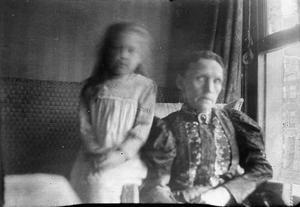 Dubbelportret van de moeder van Marie Jordan Breitner en een kind in het huis van George Hendrik Breitner aan de Overtoom te Amsterdam