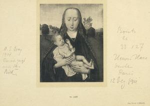 Maria met kind voor een landschap. Het kind speelt met een rozenkrans