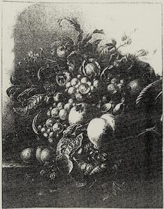Vruchtenstilleven in een rieten mand en een muis op een stenen plint in een nis