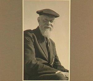 Portret van de kunstenaar Gerard Bergsma (1873-1955) bij 't Pauwtje, Zoutelande