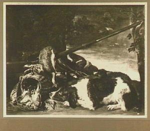 Jachtbuit van haas en gevogelte, rechts een liggende hond
