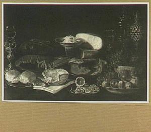 Stilleven met kreeft, siervaatwerk, brood, pastei en vruchten