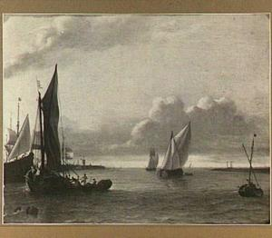 Schepen op het IJ, links op de achtergrond de Amsterdamse molen De Bok op het bolwerk Leeuwenburg (ook wel Blauwhoofd genoemd)