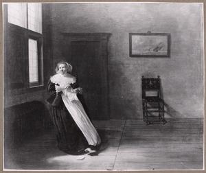 Zittende vrouw die een brief verscheurt in een interieur
