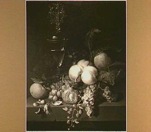 Vruchtenstilleven met een dekselglas