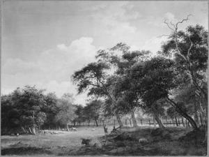 Open plek in het bos met grazend vee en twee pratende figuren onder een boom