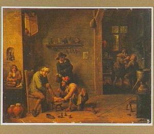 Interieur waarin een man zijn voet laat behandelen, op de achtergrond een tandarts