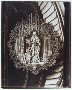 De H. Elizabeth van Hongarije in een gotische nis