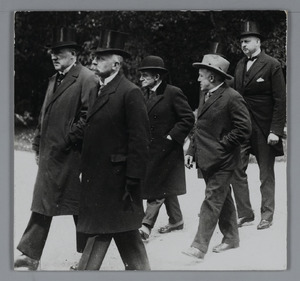 Begrafenis van G.H. Breitner op de Oosterbegraafplaats te Amsterdam