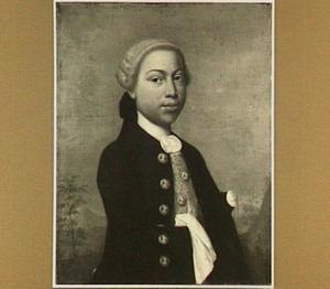 Portret van een jonge getinte man in een landschap